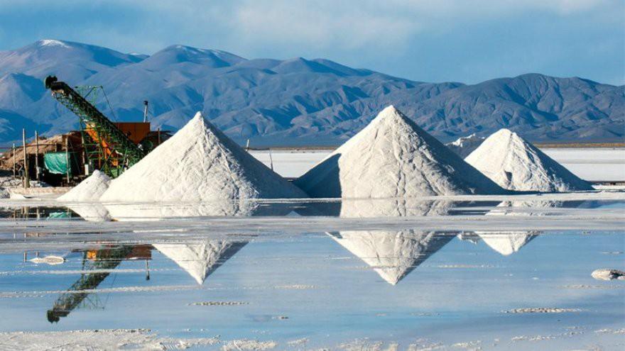 Así es el millonario negocio del litio: con China a la cabeza, se reaviva el interés por controlar este insumo clave