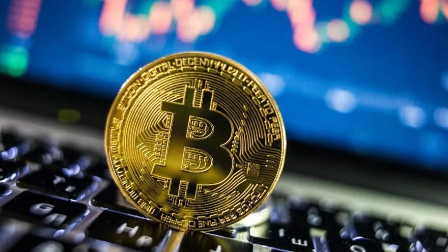Por qué invertir en Bitcoin es como invertir en Facebook en 2007