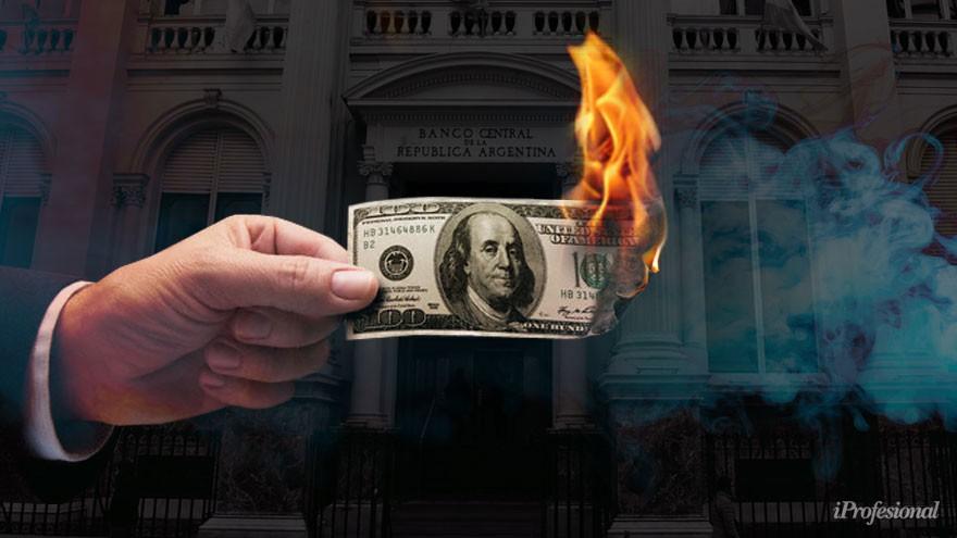Se recalentó el dólar y salen más depósitos de los bancos: ¿qué es lo que viene, según expertos?