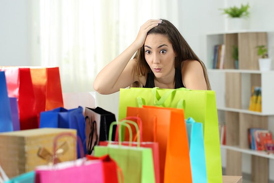 Los 5 errores que siempre cometemos con el dinero en diciembre y cómo prevenirlos