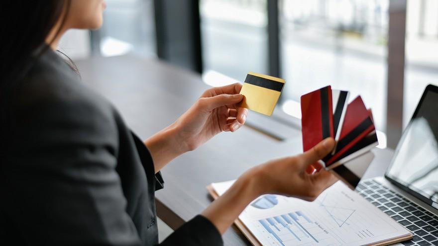 Otro ganador de la cuarentena: qué empresa festeja el boom de emisión de tarjetas en plena crisis de consumo